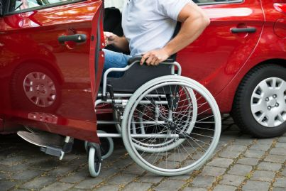 disabile che si mette alla guida