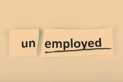 parola disoccupazione su carta colorata