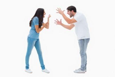 uomo e donna che litigano