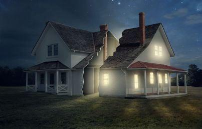 casa divisa in due parti con luce e buio concetto divisione beni