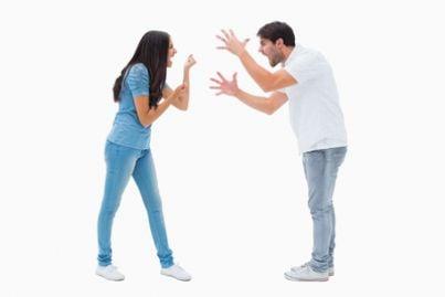 Coppia di coniugi che litiga