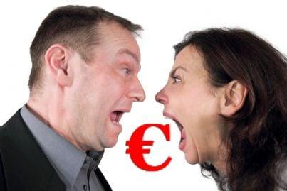 coniugi divorziati che litigano per soldi