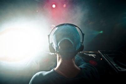 dj e musica in un locale
