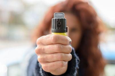 donna si difende da violenza con spray peperoncino