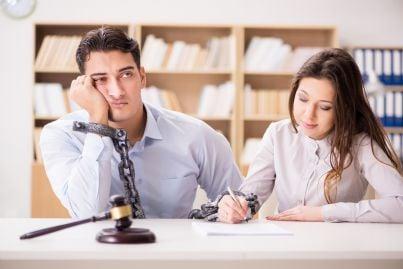 donna ammanetta uomo concetto divorzio
