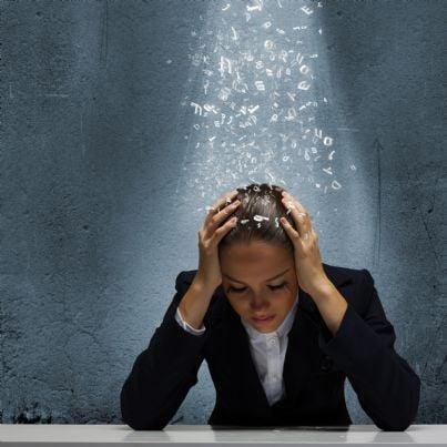 donna stressata dai debiti