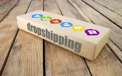 scatola con parola dropshipping