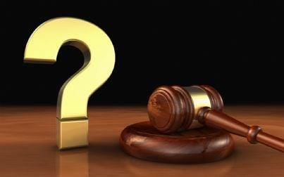 Rappresentazione simbolica di un dubbio in ambito legale