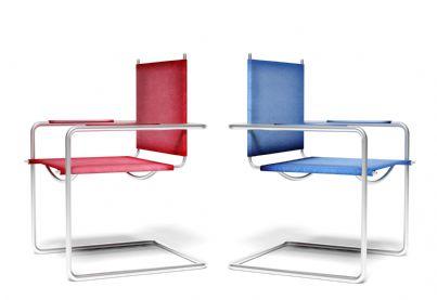 due sedie una rossa e una blu