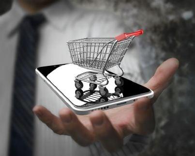shopping con lo smartphone nell'e-commerce