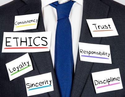 valori ed etica su uomo in camicia e giacca