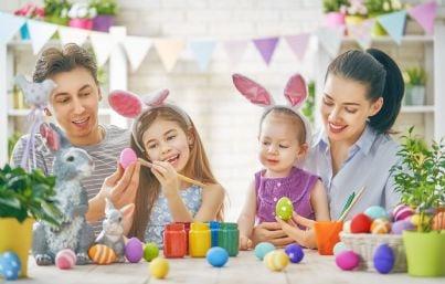 famiglia con uomo donna e due bambine