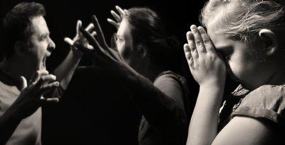 figlia prega che i genitori smettano di litigare