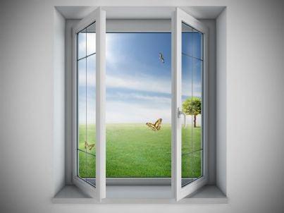 finestra aperta con paesaggio primaverile