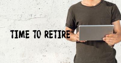 ragazzo con computer che pensa alla pensione