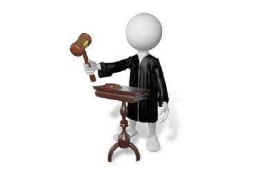 giudice di plastilina con martello