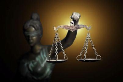 la giustizia con bilancia