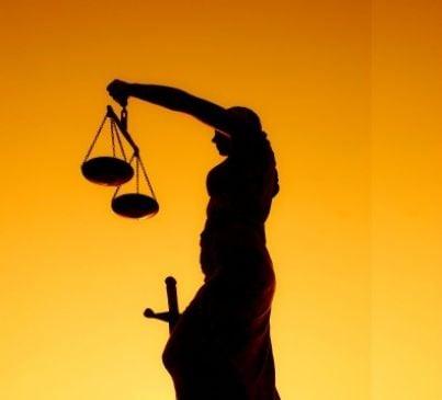 giudice giustizia bilancia cassazione sentenza