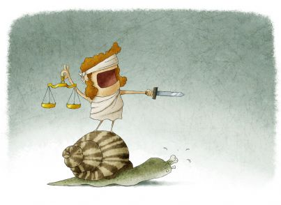 la giustizia a cavallo di una lumaca evoca lentezza sistema