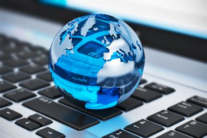 sfera che rappresenta la terra su un computer
