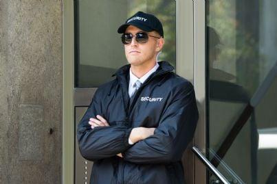 una guardia giurata