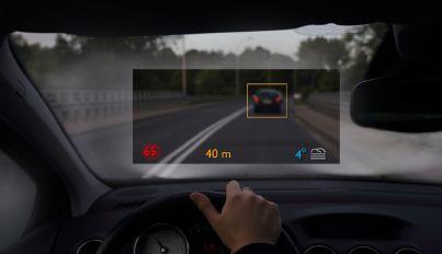 auto con sistema di guida assistita