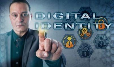 uomo di affari che clicca su identità digitale