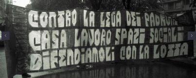 Striscione di protesta del centro sociale Leoncavallo di Milano