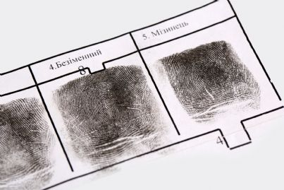 una serie di impronte digitali