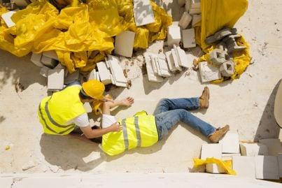 operaio che ha incidente sul lavoro