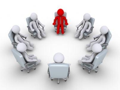 Gruppo di lavoro attorno a un tavolo