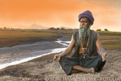 Indiano in meditazione