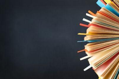 indice di un fascicolo con schede multicolore