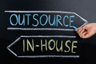 cartello scelta in house o outsourcing