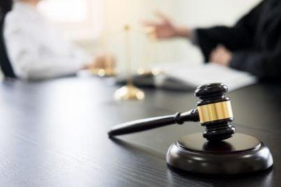 bilancia in uno studio legale