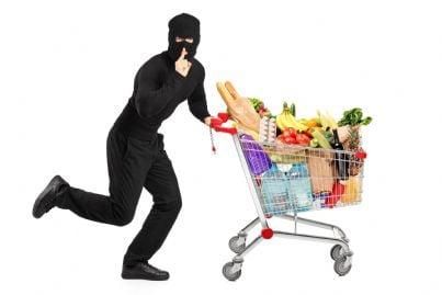 ladro che ruba cibo per fame