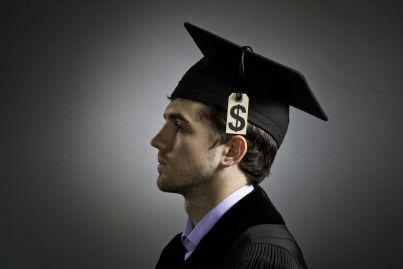 ragazzo con cappello di laurea