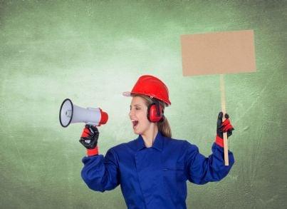 lavoratrice operaia che protesta concetto lavoro nero