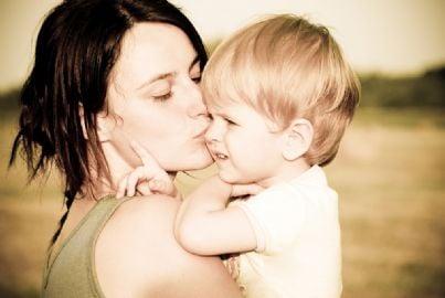 madre famiglia figlio minore adozione