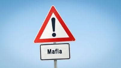 cartello stradale con scritto mafia