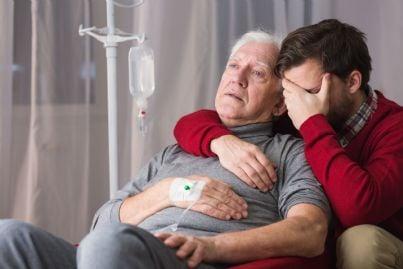 malato terminale con accanto il figlio