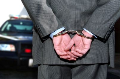 manette arrestato reato truffa bancarotta