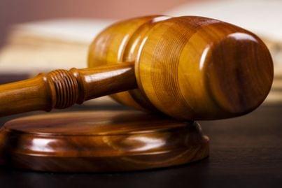 martello bilancia legge sentenza giudice avvocato
