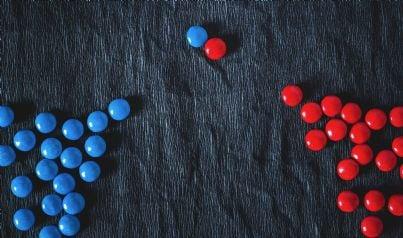 pedine colorate che rappresentano mediazione