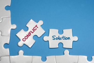 tessere che mostrano risoluzione conflitti con mediazione