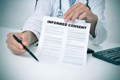 medico porge modulo consenso informato per firma