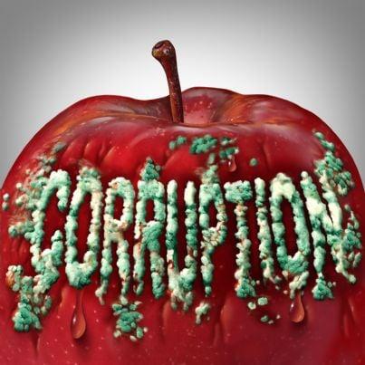 mela marcia con sopra scritto parola corruzione