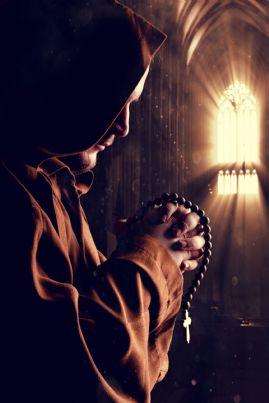 monaco che prega