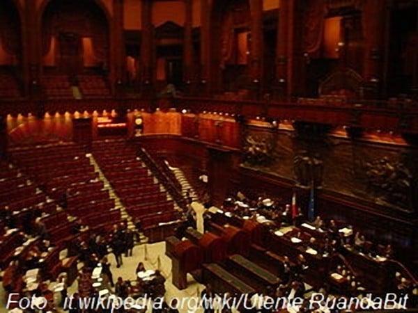Vitalizi e pensioni parlamentari tassati per tre anni for Vitalizi alla camera
