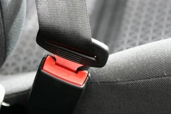 Cinture di sicurezza: concorso di colpa per il passeggero che non le indossa